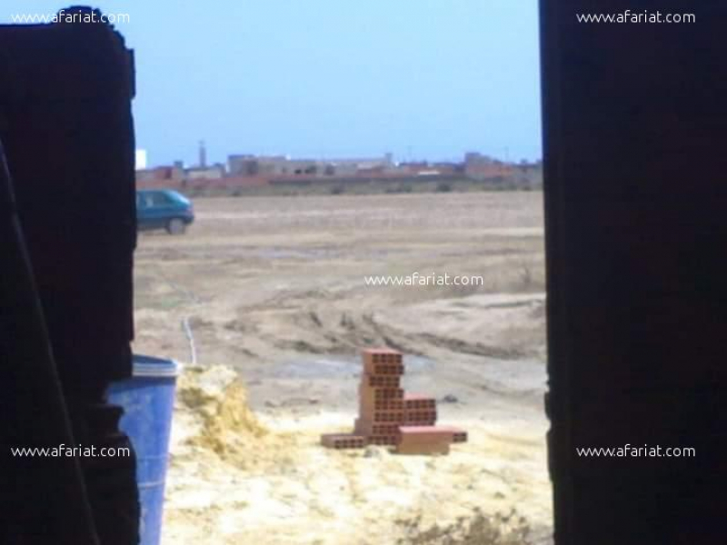 Annonce sur Affariat Tunisie pour: 250 m2 avec s +1 inachevé