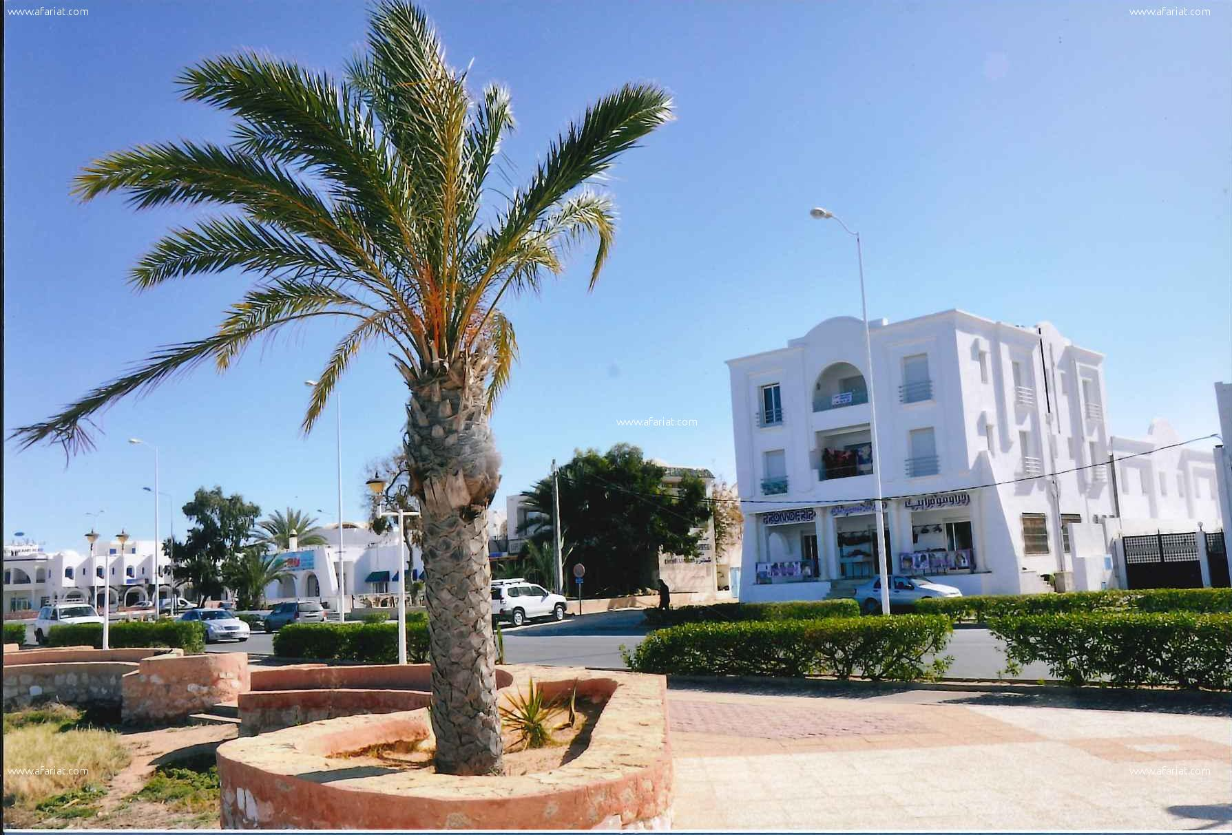 Un immeuble cornche houmtsouk Djerba
